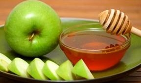 Honey and apple - the symbols of Rosh Hashanah
