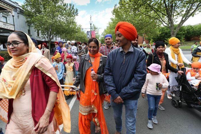 Simran Kaur Sandhu enjoys the Bendigo parade with her son Kanwardeep Singh Sandhu.