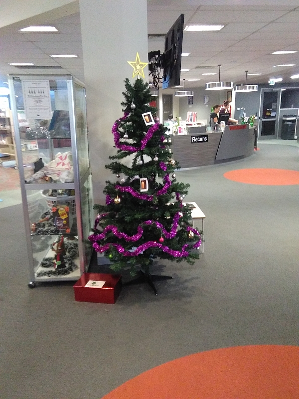 Community Christmas Tree of Remembrance at Shepparton Library