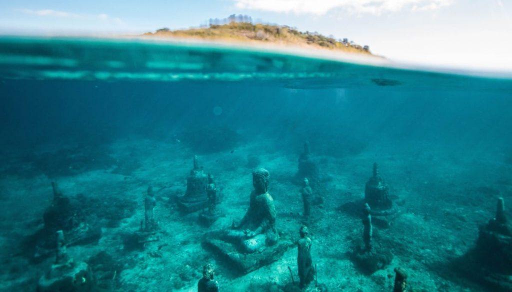 Buddha shrine in the ocean