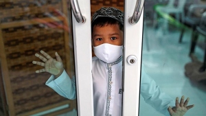 muslim child with face mask
